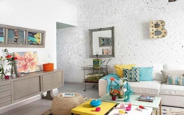 Sử dụng các bức tranh để trang trí cho phòng khách nhỏ hẹp